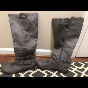Shoes - Grey boots with zipper down the side